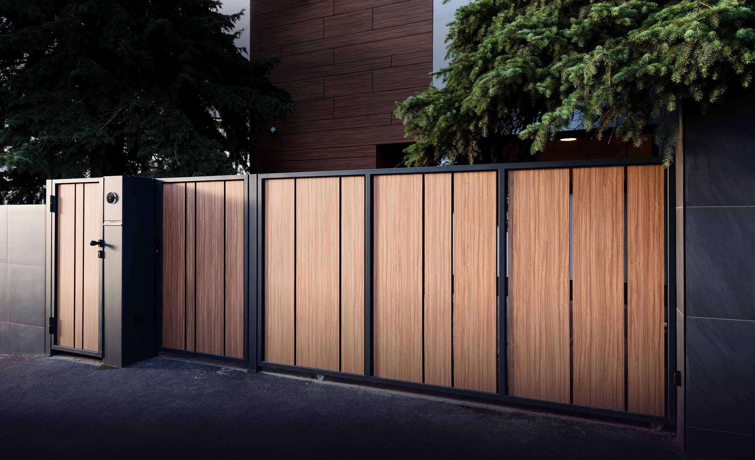 Managing gates and roller blinds with no effort